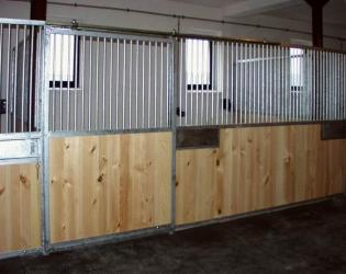 Stall front STANDARD with trough
